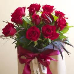 one dozen roses gift bag order online from flowers