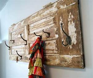 Garderobe Selber Bauen Holz : aus alte haust r aus holz mit abgebl tterter farbe vintage garderobe selber bauen ideen rund ~ Yasmunasinghe.com Haus und Dekorationen