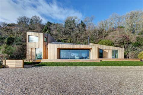 Moderne Häuser Aus Holz by Beautiful Cliffside Home Split In Half By Landslide
