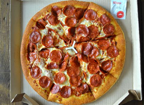 Domino's Vs. Pizza Hut: Crowning the Fast-Food Pizza King ...