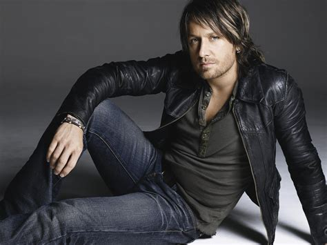 Country's Sexiest Man Of 2013!