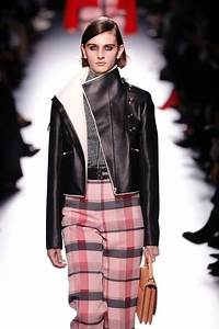 Möbel Trends 2018 : the top trends out of paris include puffer jackets and shearling stylish enough to wear in warm ~ A.2002-acura-tl-radio.info Haus und Dekorationen