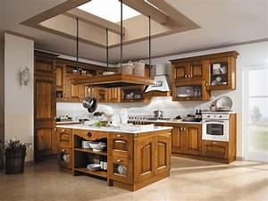 Cucine in legno tradizionali country o moderne cose di for Foto di cucine in legno