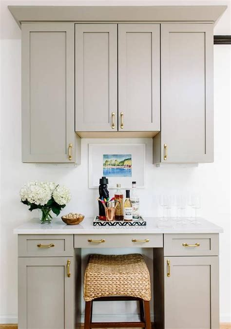 white kitchen cabinets with crown molding 25 best crown molding kitchen ideas on 2071
