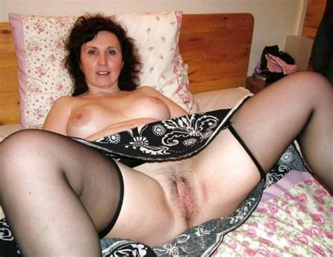 Nerdy Amateur Naked Moms