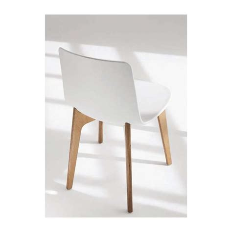chaise design bois chaise design en polypropylène lottus pieds bois enea