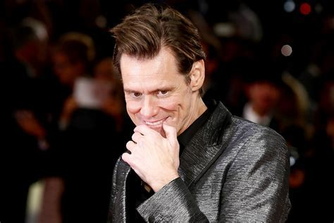 NYFW 2017: Jim Carrey Gives Awkward Video Interview   The