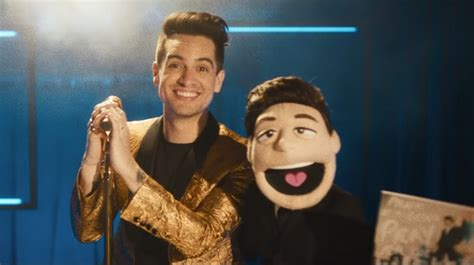 möbel industrie look clip quot hey look ma i made it quot panic at the disco d 233 nonce l industrie avec une peluche