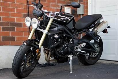 Triple Street Triumph Moto