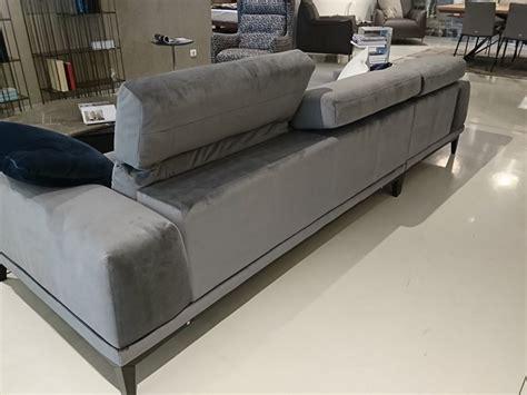 divani natuzzi outlet divano con chaise longue con poggiatesta borghese di