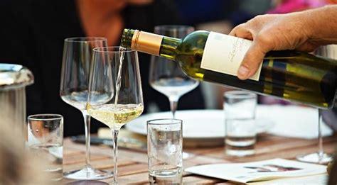 Posizione Bicchieri In Tavola by Galateo Bicchieri Mettere I Bicchieri In Tavola Secondo