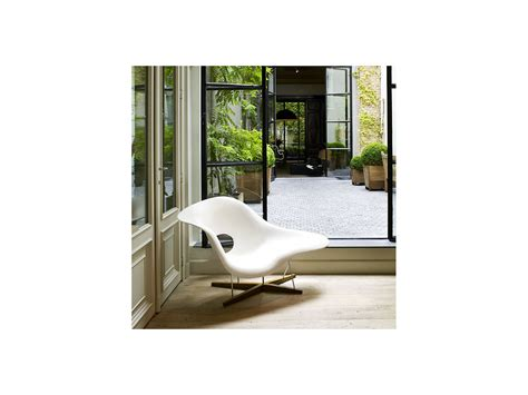 vitra chaise buy the vitra eames la chaise at nest co uk