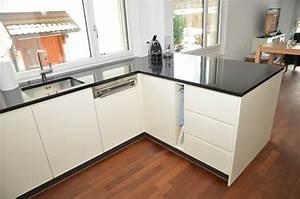 Handtuchhalter Küche Ausziehbar : beige lackierte k che mit led beleuchtung funk innenausbau ag ~ Markanthonyermac.com Haus und Dekorationen
