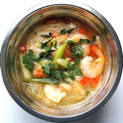 cuisine vietnamienne recettes soupe vietnamienne aux crevettes cap com