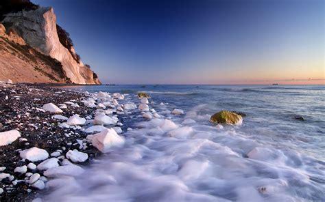 Unpeaceful Sea, Beach Is Hit By Numerous Spoondrifts, Both