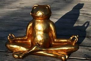 Feng Shui Frosch : goldener gl cks frosch im lotussitz meditierend yoga feng shui figuren skulpturen ~ Sanjose-hotels-ca.com Haus und Dekorationen