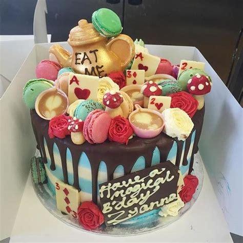 incredible alice  wonderland cake anges de sucre