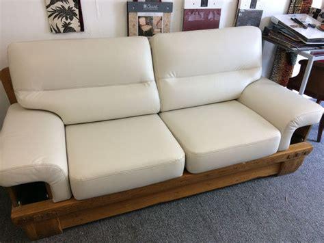 renovation canape tapissier rénovation fauteuil cuir lyon magasin a brignais