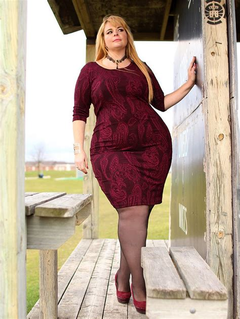 Beautiful Model And Dressed Textured Dress In Burgundy By Point Zero