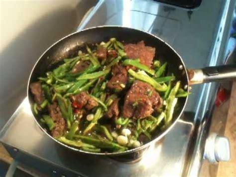 cuisiner du boeuf cuisiner du foie de boeuf aux poivrons recette foie de