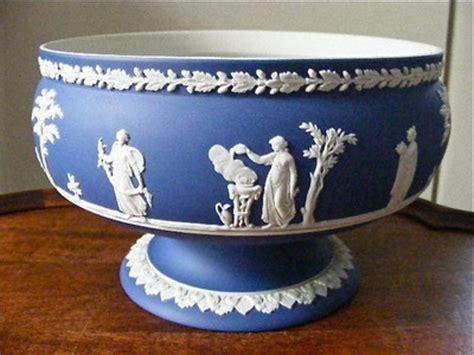 wedgwood jasperware blue mazarine dip sacrafice pedestal