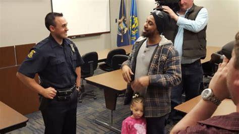 amende siege auto un policier arrête un homme et lui achète un siège auto