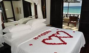 Bedroom decorative romantic decorations for hotel rooms for Honeymoon ideas in us