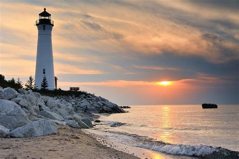 Crisp Point Lighthouse Sunset - Lake Superior, Upper Michi ...