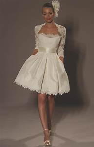 Short vintage sexy lace wedding dress sang maestro for Sexy short wedding dresses