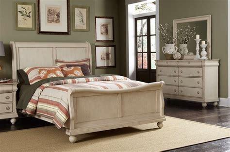 whitewash bedroom furniture sleigh bed furniture set white sleigh bedroom furniture 13863   rustic traditions ii whitewash sleigh bedroom furniture set 143