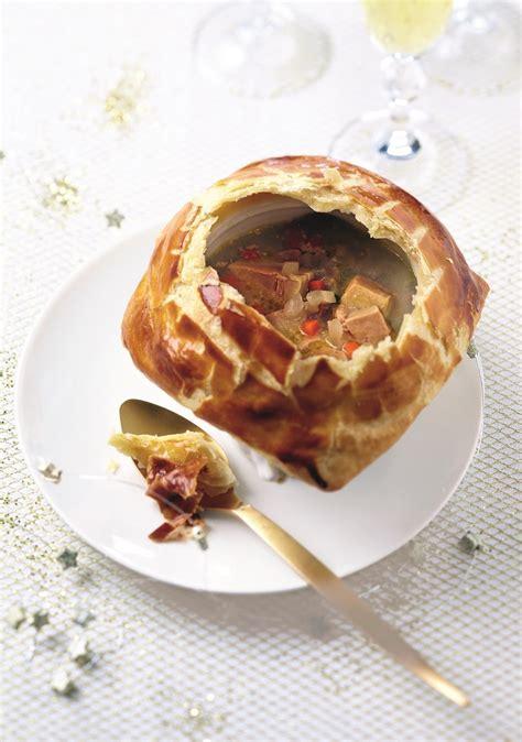 paul bocuse recettes cuisine recette de soupe en croûte au foie gras à la bocuse