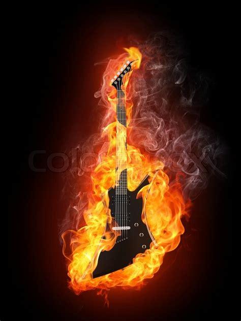 gitarre  feuer auf schwarzem hintergrund isoliert