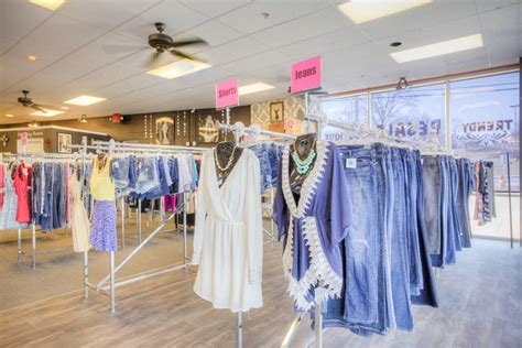 Arnold Walk In Closet Hours by Arnold S Walk In Closet A Resale Boutique