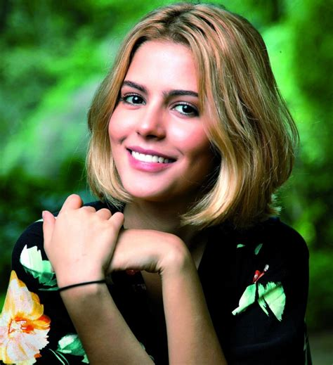 Julia Dalavia fica loira para a minissérie Justiça, de ...