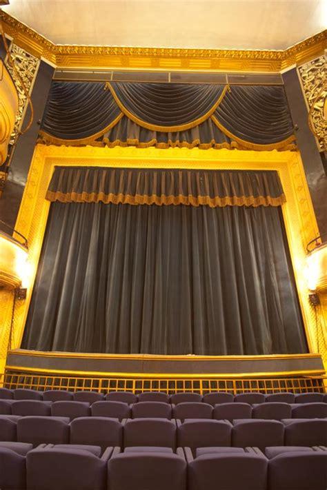 piaf no teatro daunou em paris