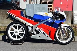 Honda Rc 30 : 1988 honda rc30 in italy rare sportbikes for sale ~ Melissatoandfro.com Idées de Décoration
