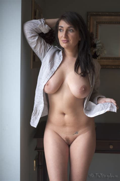 busty mom nudes amature housewives