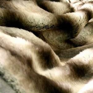 Fausse Fourrure Tissu : tissu fausse fourrure synth tique poils longs pour ~ Teatrodelosmanantiales.com Idées de Décoration