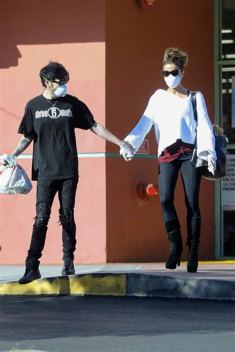 kate beckinsale and boyfriend goodie grace hold hands as ...