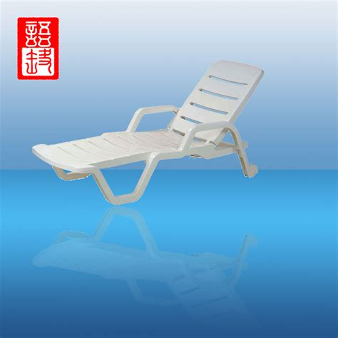 plastic tri fold lounge chair 100 folding chaise lounge chairs outdoor
