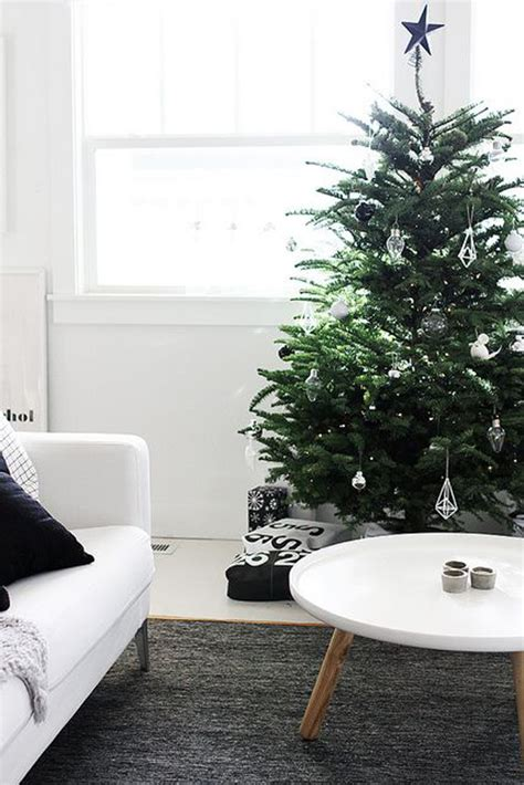 Cute Living Room Ideas For Small Spaces by 25 Simple And Minimalist Christmas Tree Decorations Home