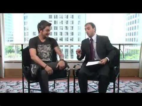 Léo Lins Entrevista Alejandro Sanz Para O Agora é Tarde
