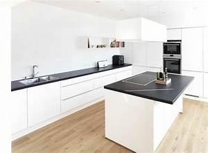 Arbeitsplatte Küche Schwarz : arbeitsplatte k che ausw hlen aber nach welchen kriterien ~ Markanthonyermac.com Haus und Dekorationen