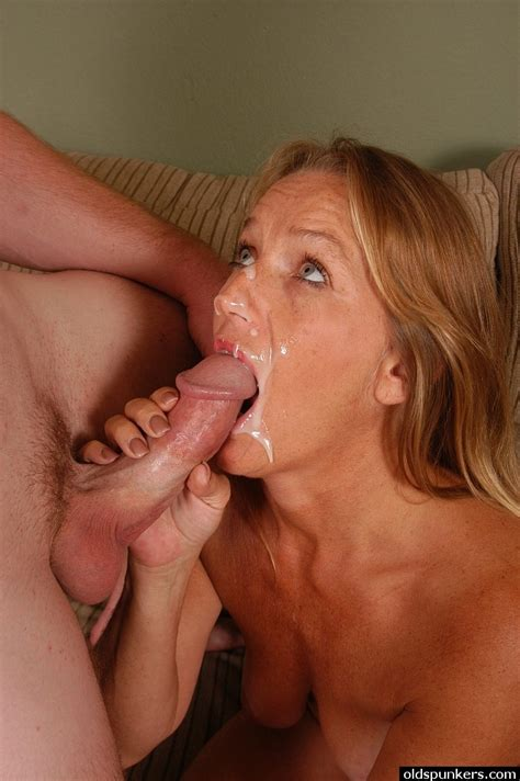 Mature Lady Vickie Having Pussy Licked Before Sucking Cock