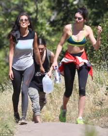justin timberlake earrings hot on the trail stunning kendall jenner 19 flashes