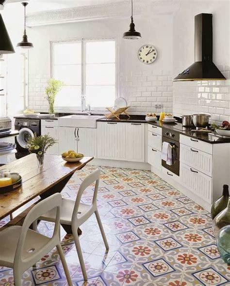 cuisine moderne et blanc comment décorer avec le carrelage ancien 62 photos pour