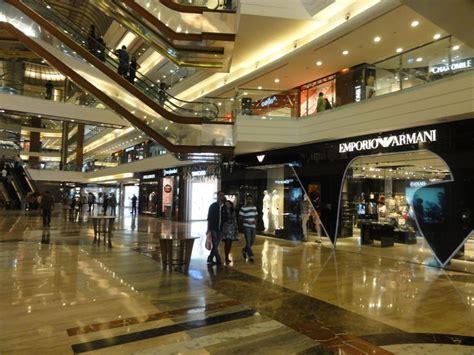 biggest shopping malls  mumbai  shopping