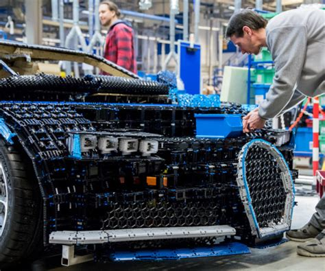 They made a bugatti chiron in full size working lego! This Life-size LEGO Bugatti Chiron Looks Incredible, and Really Can Drive