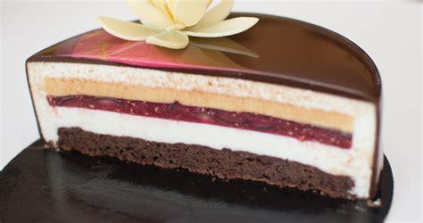 Marcipāna, vīģu, aveņu, biešu un šokolādes musa kūka ...