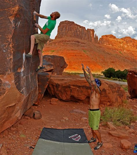 How To Give A Good Spot When You're Bouldering